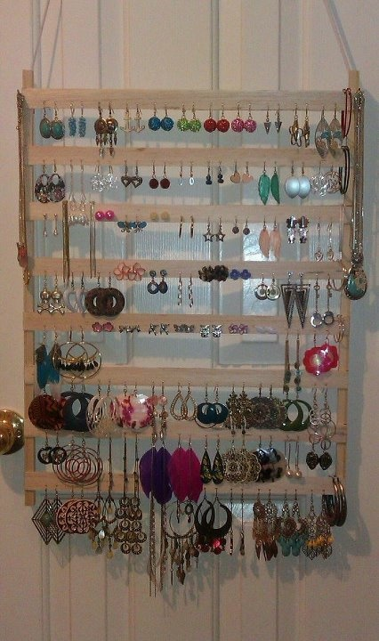 DIY earring holder! this perfect to hang in my daughters homemade jewerly armoire
