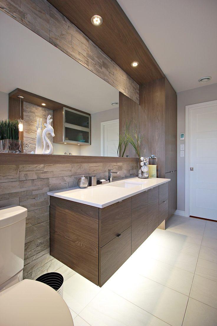 Meuble lavabo, plafond soufflé, luminaires encastrés
