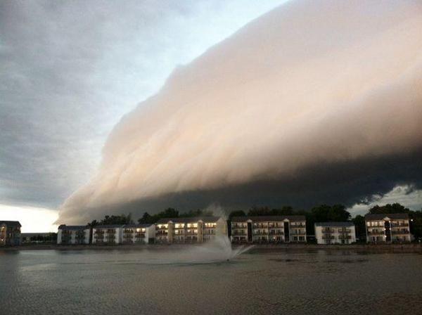 Spectacular shelf cloud from Morton IL