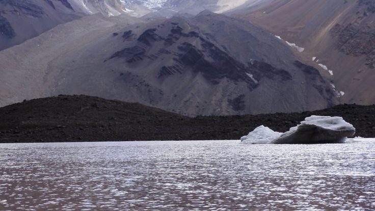 Laguna el Morado y tempano flotando