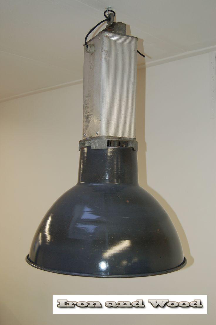 originele mazda fabriekslamp met emaille kap kijk voor. Black Bedroom Furniture Sets. Home Design Ideas