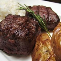 Filé Mignon com Batatas Rústicas e Molho de Gorgonzola