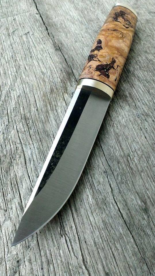 http://malanika.com/my-knives/