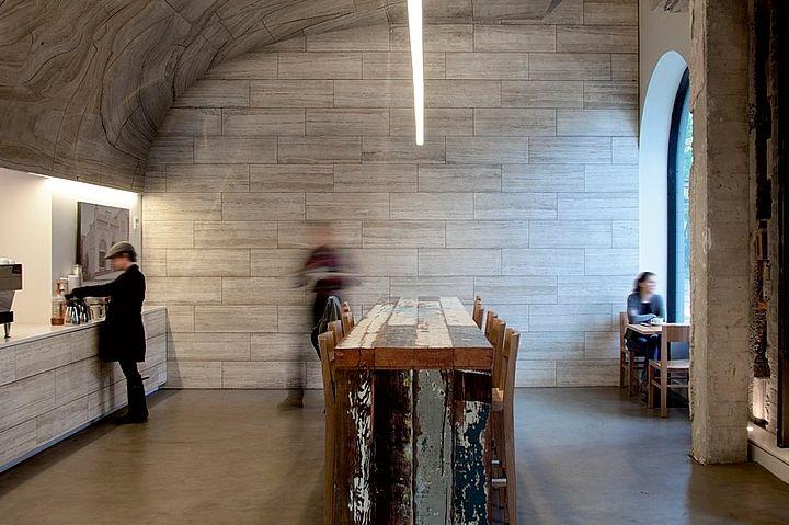 Подвесный линейный светильник как дополняющая деталь оригинального и современного интерьера.