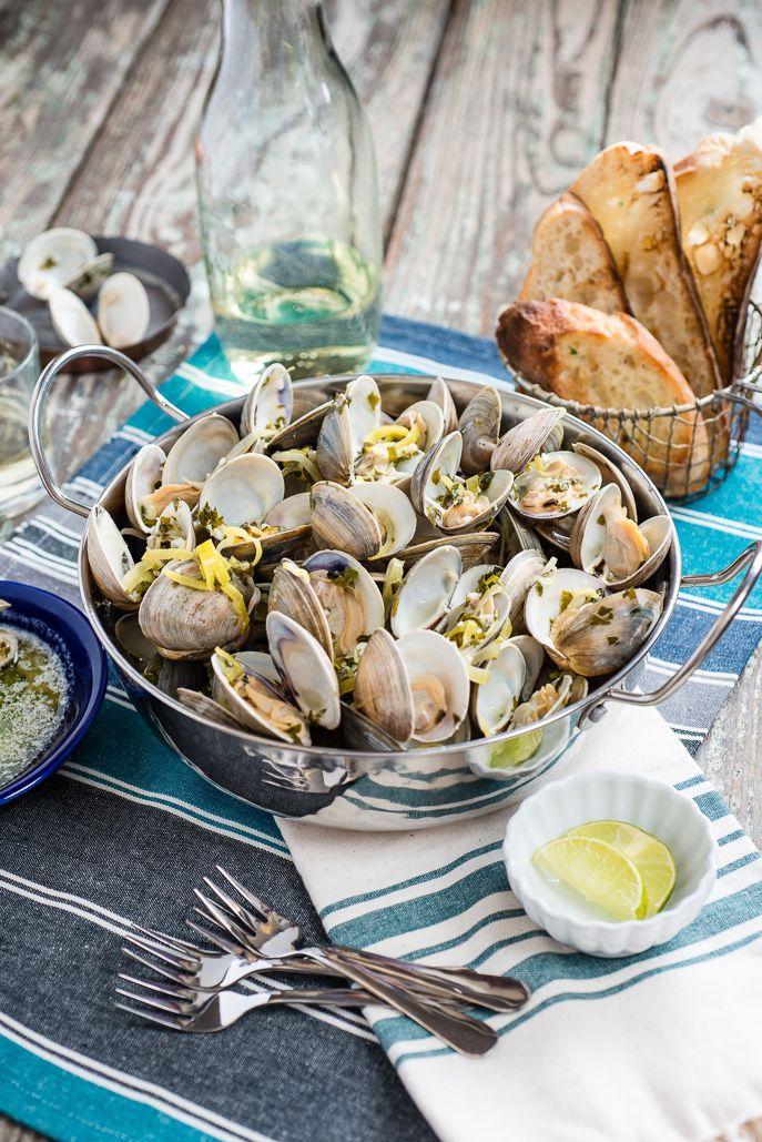 Grilled Clams with White Wine Sauce