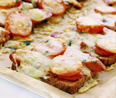 Kryddiga varma smörgåsar med tomatsalsa