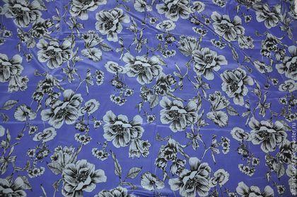 Купить или заказать Крепдешин шелковый 'Kenzo' в интернет-магазине на Ярмарке Мастеров. Крепдешин шелковый 'KENZO'. Италия. Шелк плательно-блузочный. Ткань тонкая, не тянется и не просвечивает, хорошо драпируется. Поверхность ткани креповая, матовая. Основной фон фиолетовый, цветы серо-голубые. Подойдет для пошива платья, блузки, юбки, туники и т.д. Состав: Шелк 100% Ширина: 1,35 м. Цена 2400 руб. за 1 метр. Отрез: 2,55 м.
