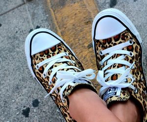 Leopard print converse- super cute for casual outfit!