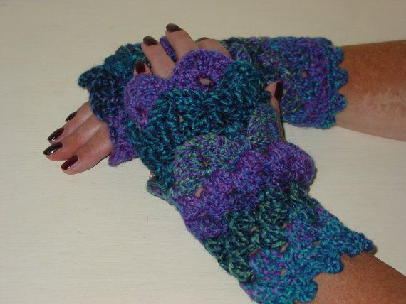 Fingerless gloves  dragon scales  Game of Thrones by LouLouLoopy