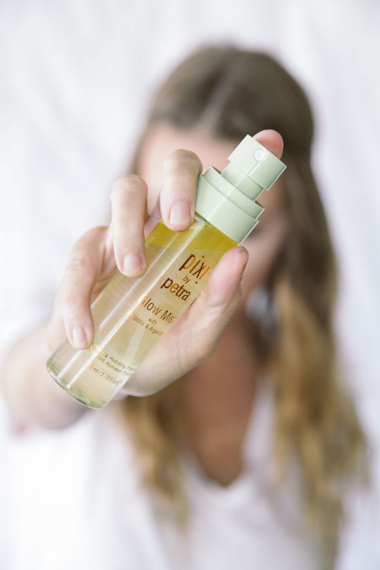 Blogger @sydneypoulton pulls together two looks using Target's Pixi products. Her surprise favorite? Pixi's Glow Mist. The finishing spray helps your skin stay hydrated for a dewey look. http://www.thedaybookblog.com/2015/09/goobye-summer-hello-fall-with-pixi.html