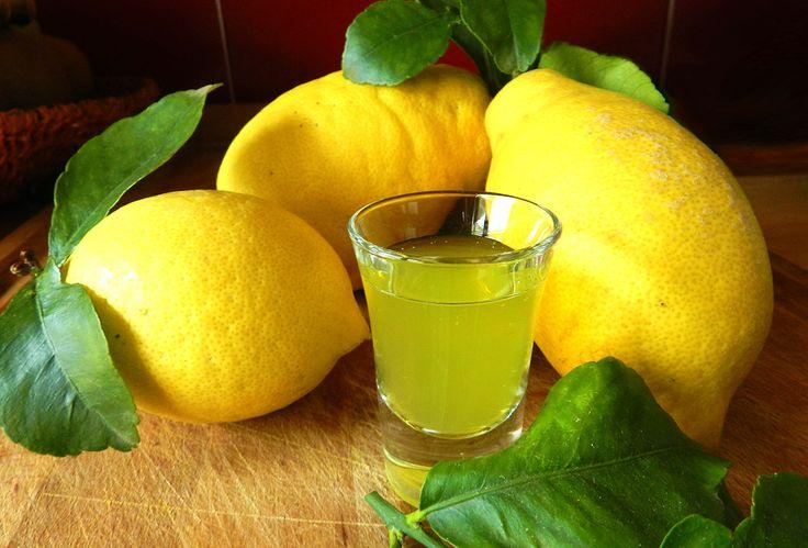 Ideale come digestivo dopo i pasti oppure da servire ghiacciato durante l'estate, questo liquore può essere utilizzato anche nella preparazione di torte e dessert