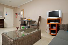 the large windows and sliding glass doors let the Bonaire sunshine in