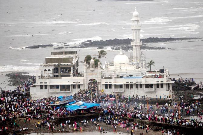 Haji Ali crusaders happy after Shani Shingnapur win: http://www.mid-day.com/articles/mumbai-after-shani-shingnapur-victory-hope-for-haji-ali-crusaders/17117191
