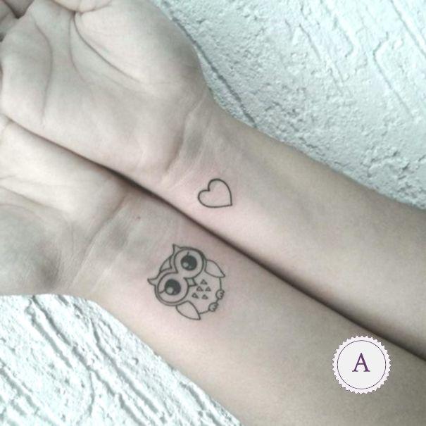 Eulen Tattoo Am Handgelenk Eulen Tattoo Handgelenk Kleines Tattoo Tatowierungen