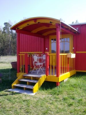 bauwagen veranda bauwagen house und tiny house. Black Bedroom Furniture Sets. Home Design Ideas