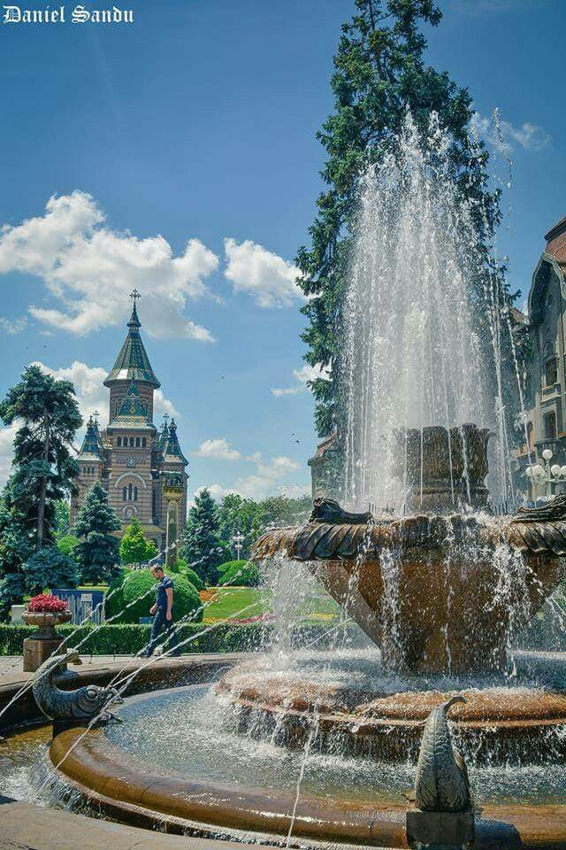 Timisoara - Piata Victoriei (Operei)   foto D.S. Photography