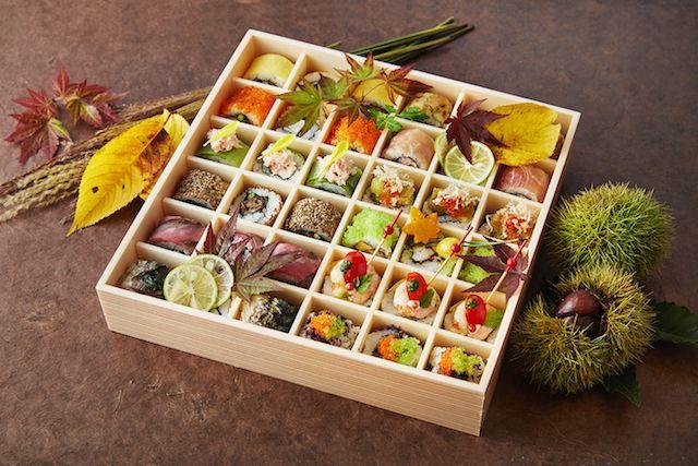 蓋をひらくと歓声があがりそう!宝石箱のような、カラフルミニロール寿司弁当 - ネタりか