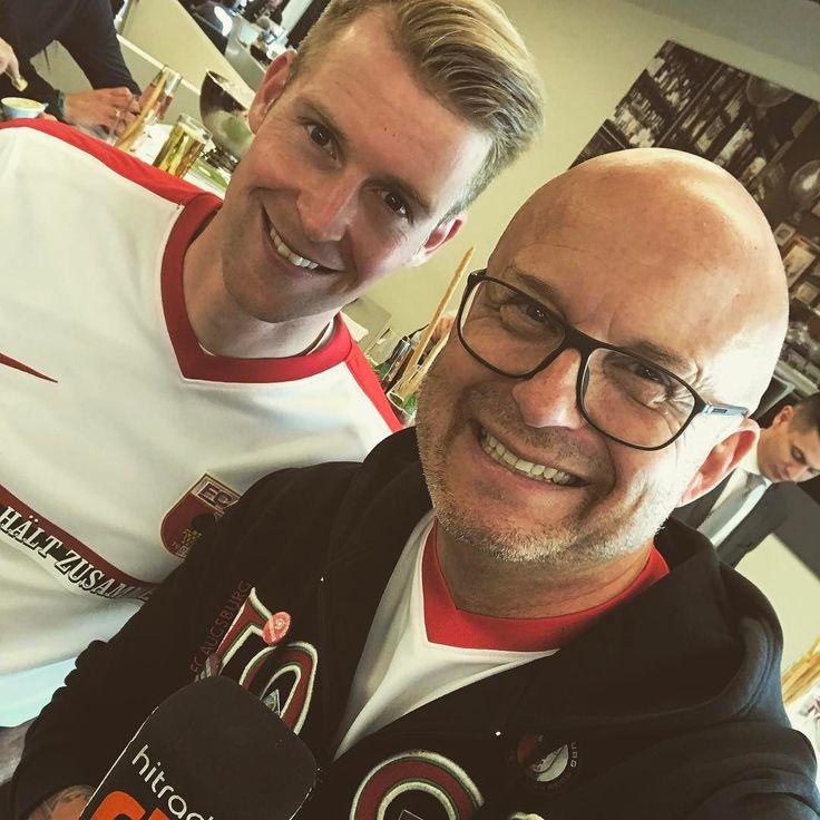 VIP TALK MIT Jan-Ingwer Callsen-Bracker. Endlich ist er wieder fit! . #fcaugsburg #fca #augsburg #hamburg #rotgruenweiss #augsburgerjungs