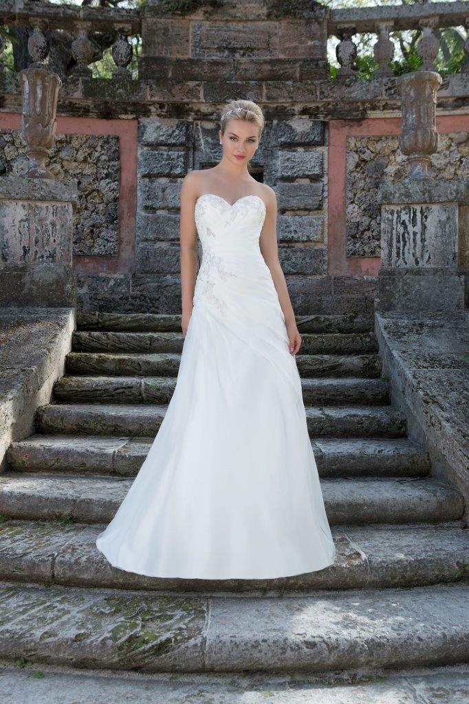 Brudekjoler - gallakjoler - selskabskjoler - tilbehør til brylluppet - og meget, meget mere.