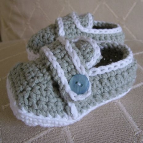Sporty-Casual Baby Shoes Crochet Pattern PDF.
