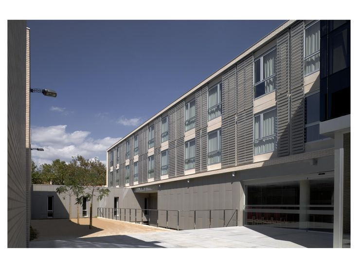 Senior Assisted Living Residence. Building with basement, ground floor and two upper modular floors. The basement houses the car park and the ground floor has the day centre and the extension of the Marià Fortuny primary care clinic as well as the common access space for the accommodation. The two upper floors are the sheltered accommodation with capacity for 72 beds.
