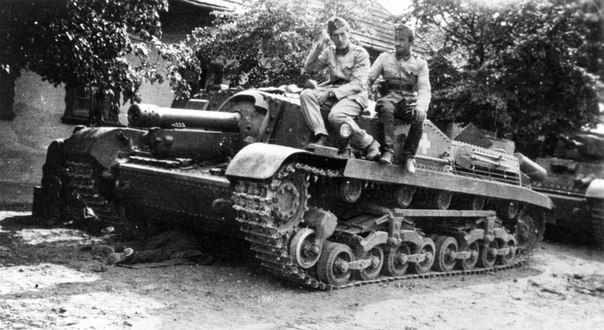 Hungarian soldiers on armored assault guns M Zrinyi II. The assault gun was created on the basis Turan medium tank on the model of the StuG III. In the background is medium tank 41M Turan II.