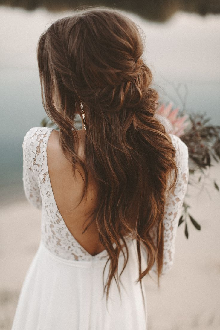 Fließende Brautkleid lange Spitze Ärmel Halsausschnitt Boho – hochzeitsfrisuren
