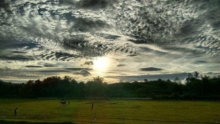 #sunset #bukitambacang #nature #photography #art #matahari #bukittinggi #sumaterabarat #westsumatera #horse #sun #view #photooftheday #travelling #indonesiaindah #indonesiakaya #wonderfulindonesia #indonesia #minangkabau #landscape #amazingview #greatview #beautifulview #havefun #cloud #sky #landscapephotography