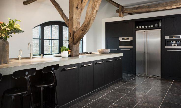Landelijke keuken met een landelijke touch | Natuursteen keukenvloer | Nibo Stone