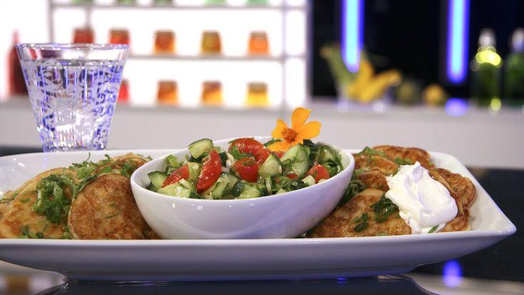 Maispannekaker med sterk salsasalat