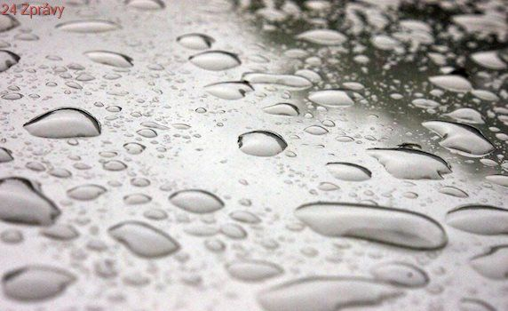 Západ Německa zasáhly prudké deště. Nejezdí vlaky, letadla mají zpoždění
