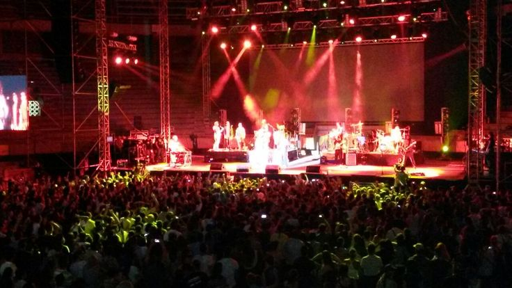 Muchas gracias #Calle13 por poner a saltar esta plaza