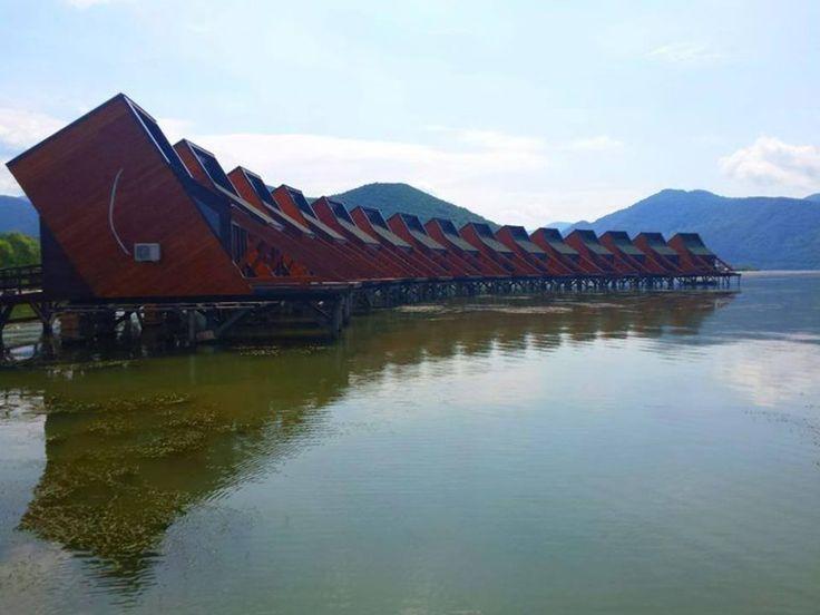 Primul hotel pe apă din România