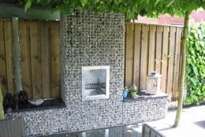 tuinbank maken met stenen en houten zit