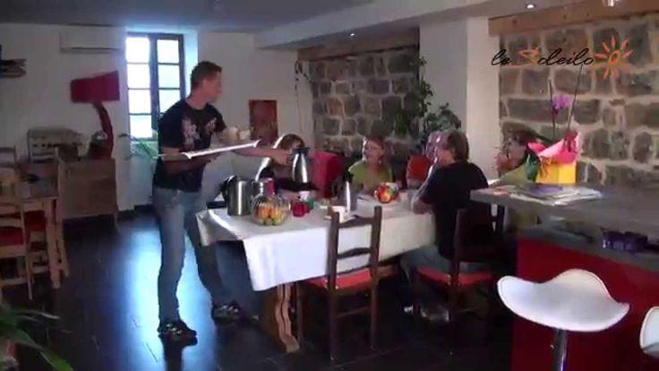 Le Soleilo, maison d'hôtes de charme, gîte et spa au coeur des Gorges du Tarn Une escapade en Sud Aveyron dans les Gorges du Tarn, optez pour Le Soleilo, Chambres d'hôtes, gîte & spa 4 épis Le Soleilo Gorges du... Tout est réuni pour vous faire plaisir : accueil, chambres chaleureuses, chambre avec spa privatif et hammam, piscine avec vue panoramique sur les Causses et Gorges, spa extérieur, massage, cuisine d'été avec plancha, base de canoé kayak, ... RESERVEZ SANS PLUS ATTENDRE...