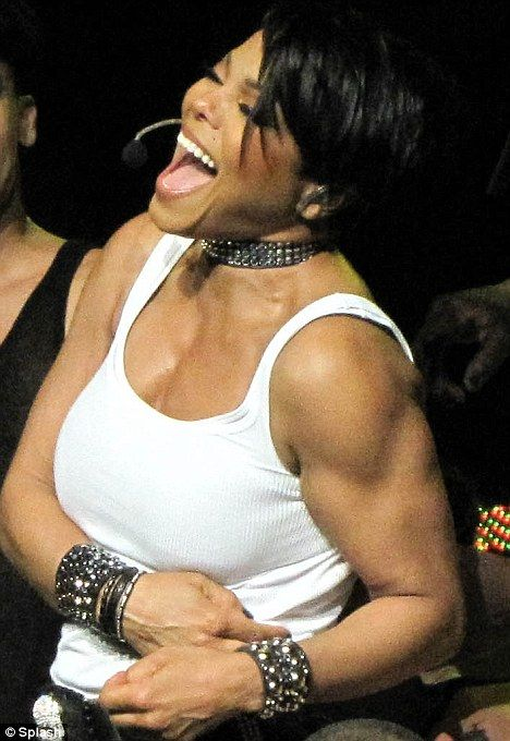 Janet Jackson Daughter | Janet Jackson shows off some fearsome muscles as she takes the stage ...
