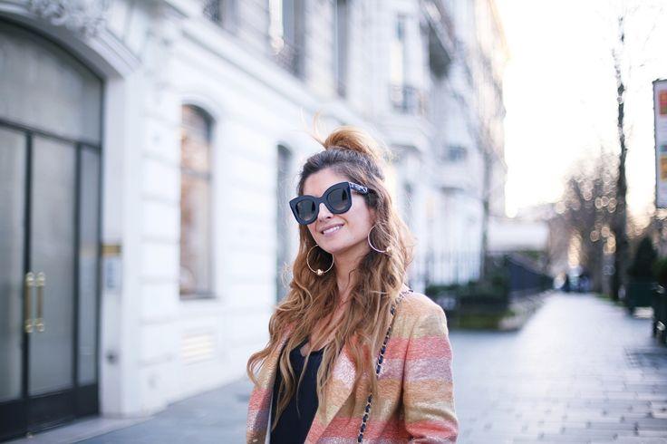 Trendy Look. Look con sandalias dorados y levita. A trendy life. #trendy #atloutfits #denim #jeans #chanelbag #paris #pfw #goldenshoes #levita #details #intropia #massimodutti #chanel #celine #bgo&me #outfit #fashionblogger #atrendylife www.atrendylifestyle.com
