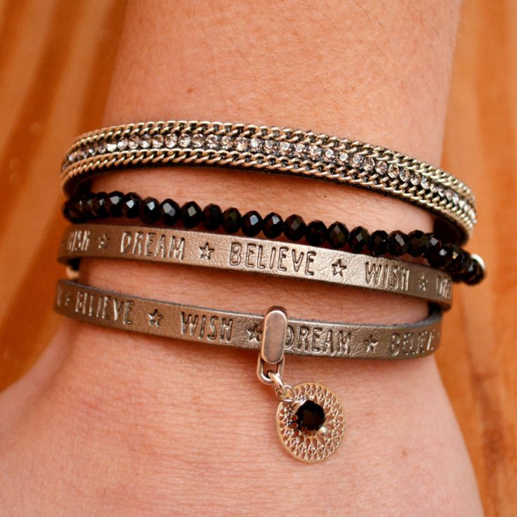 Feestelijke armbanden set met tekst