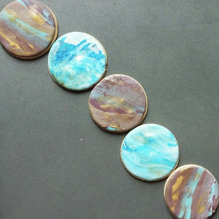 Marbled fondant cookie  Looks like tiny edible planets   Instagram : @qmjft