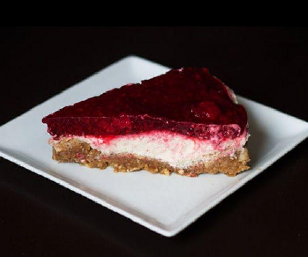 Raspberry No Cheese 'Cheese' Cake { Vegan, Gluten, Lactose and Sugar Free } http://stalkerville.net/  #paleofriendly