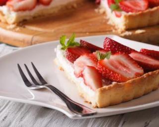 Tarte aux fraises à la crème pâtissière végétalienne : http://www.fourchette-et-bikini.fr/recettes/recettes-minceur/tarte-aux-fraises-la-creme-patissiere-vegetalienne.html