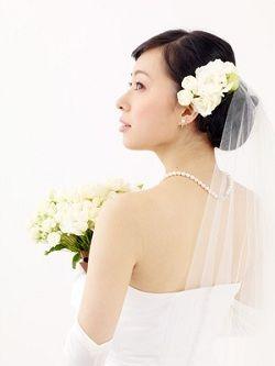 ウェディングドレスは背中の開いたデザインのものも多くシェービングは欠かせない。結婚式のための美容法♪ウェディング・ブライダルの参考に♡