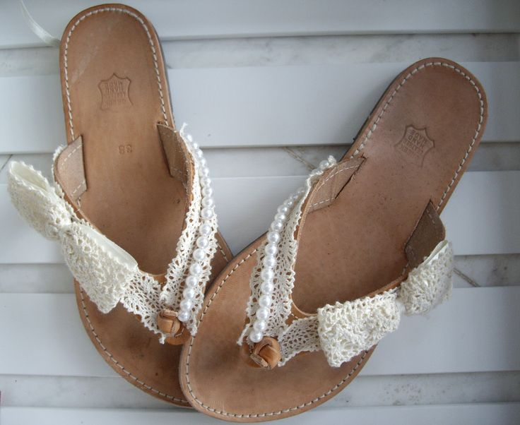Νυφικά σανδάλια με δαντέλα και πέρλες.   Κωδικός: 19076/1 #jewelleryfromourheart #thessaloniki #accessories #bridal #sandals #lace #fashion #beach #summer #ss2016