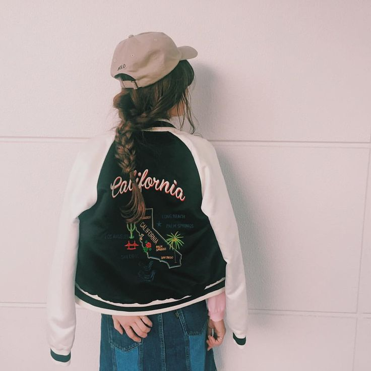 @kasimegu - Instagram:「バックスタイル 新作のスカジャンがとにかくツボすぎる フロントボタンスカートは前から狙ってた絶対いるやーつ。丈が少し長めで可愛いのだ。 ⁑ #rodeocrowns #rcwb #ralphlauren #cap#coordinate #カジュアル#カリフォルニア#アメカジ#フロントボタンスカート#スカジャン#キャップ#コンバース#ヘアスタイル#ヘアアレンジ#キャップスタイル#お尻掻いてるんやないよ」
