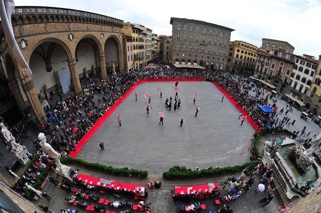 Photo by Mauro Sani - Trofeo Marzocco Piazza della Signoria FIRENZE  http://www.sbandieratorivelletri.it