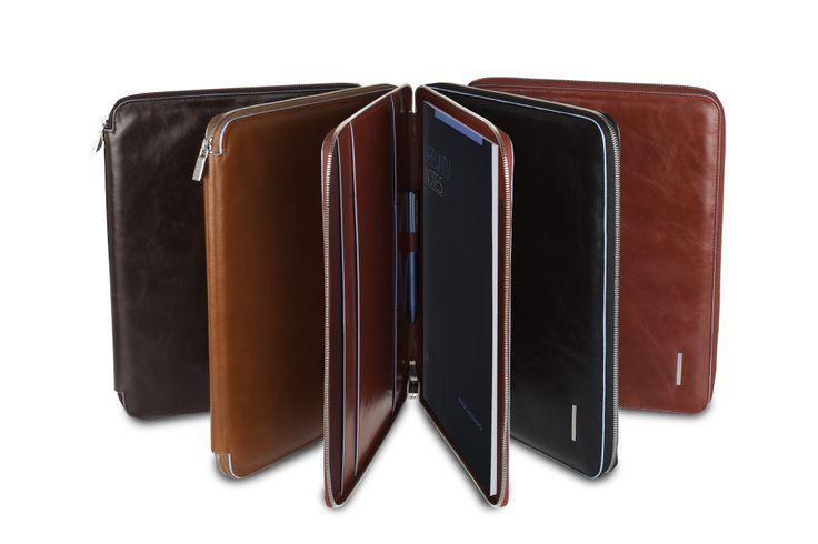 Blue Square iPad covers /www.piquadro.com/_/porta-ipadr-con-tracolla-opzionale-e-doppia.html