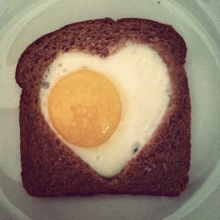 P.S.- I made this... To make: Press a heart cookie cutter into the center of a piece of bread and remove. Place in a pan on the stove (be sure to have a non-stick spray on the bottom). Crack 1 egg into the center and leave on stove till egg whites have hardened. Enjoy!: Heart Breakfast, Eggs White, Heart Cookies, Food, Valentines Breakfast, Valentine'S S, Valentines Day, Valentines Recipes, Baskets