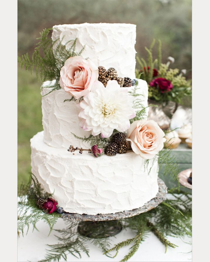 What's Old is New Again ~ 30 Ways to use Ferns on your Wedding Day ~  we ❤ this! moncheribridals.com #woodlandweddingcake