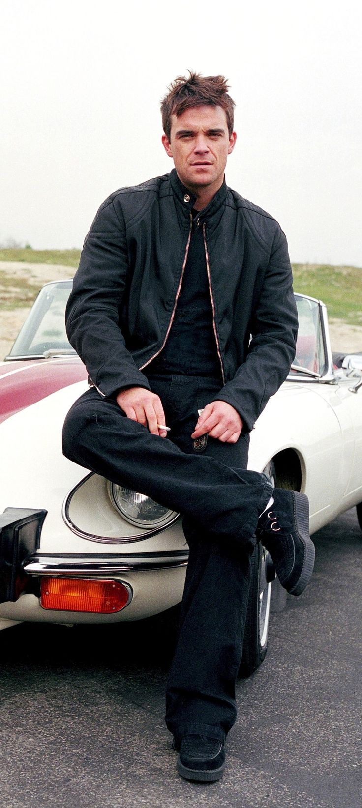 Robbie Williams <3  Back in the day, before the silver streak!