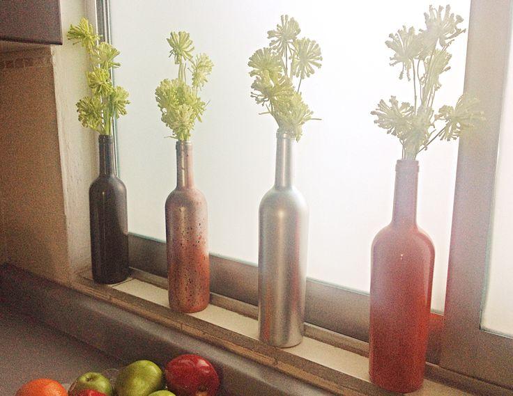 Botellas de vino pintadas para decorar una parte de la - Cocinas pintadas ...